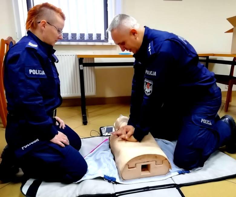 Rawscy policjanci przeszkoleni z pierwszej pomocy przedmedycznej