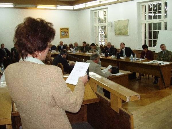 Radna Violetta Gryszan próbowała przekonać  radnych koalicji, aby wyjaśnili swoje stanowisko  - bezskutecznie.