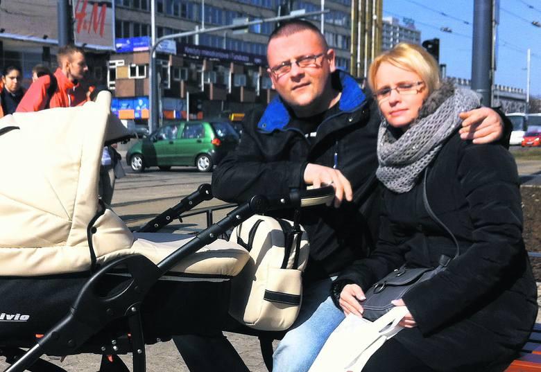 Artur Filipowski z Mysłowic ma przed sobą złożenie wniosku o urlop ojcowski. Czeka na lepszą pogodę, by z córką chodzić na spacery