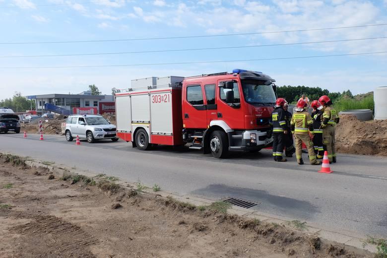 Śmiertelny wypadek na Produkcyjnej w Białymstoku. Mężczyzna wpadł pod koparkę. Nie żyje
