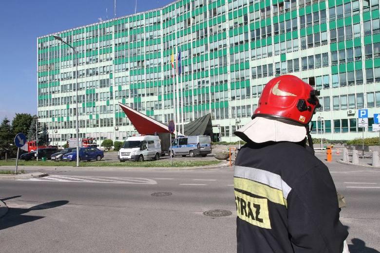 Alarm bombowy w centrum Kielc. Akcja w urzędach marszałkowskim, wojewódzkim i Izbie Skarbowej