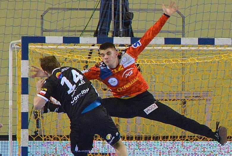 W ostatnim w tym roku meczu, piłkarze ręczni PGE VIVE Kielce pokonali Gwardię Opole 38:21. Mistrzowie Polski zagrali dobre spotkanie zarówno w ataku,