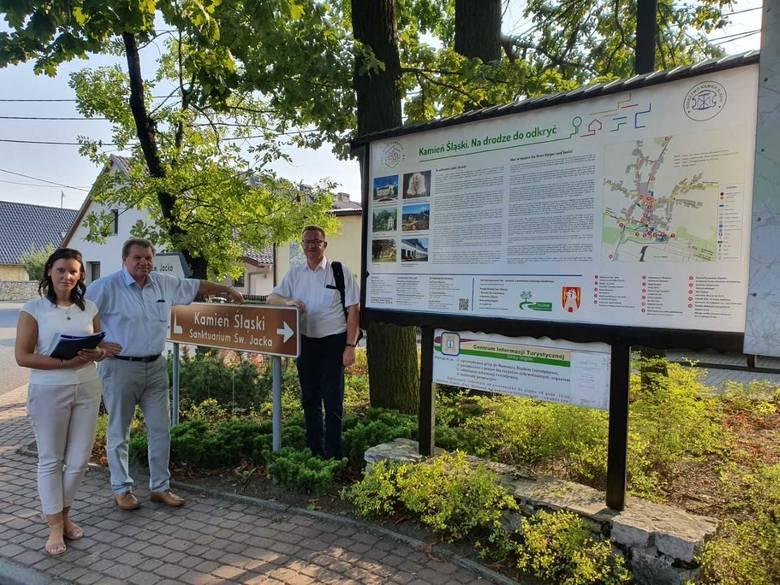 W miejscowości pojawiły się nowe tablice informacyjne dla turystów.