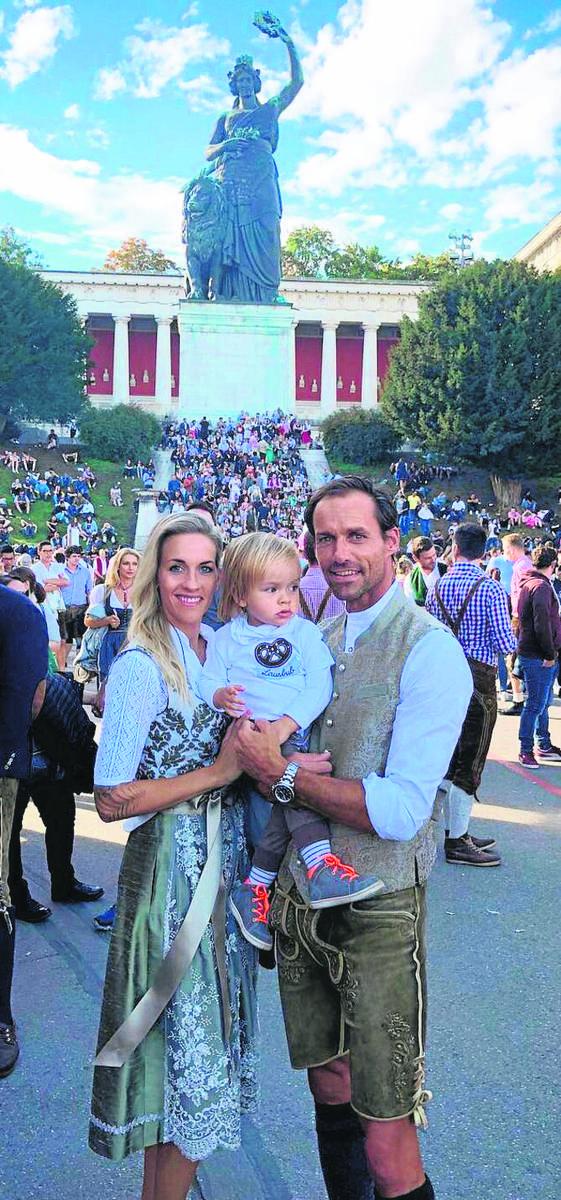 Sven z żoną Melissą (była piłkarka Wolfsburga) i synem Glenem