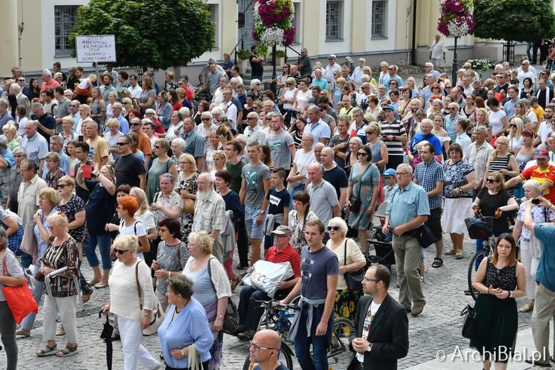Przemarszem przez centrum miasta i wspólną modlitwą przed archikatedrą rozpoczął się Białostocki Piknik Rodzinny na dziedzińcu Pałacu Branickich.Piknik