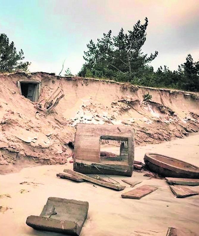 Z potęgą żywiołu przegrywa historia. W Helu woda podmyła wydmy, ale też betonowe bunkry