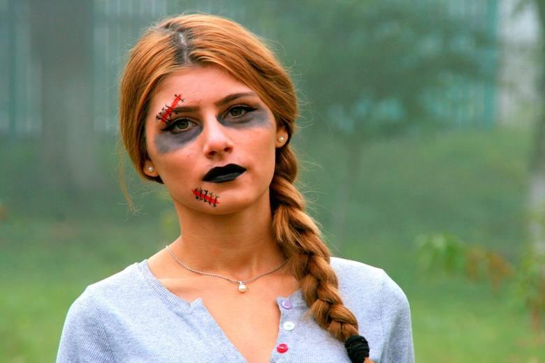Makijaż na Halloween wcale nie musi być trudny do wykonania! Nie potrzebujesz też specjalnych kosmetyków czy farb do malowania twarzy. Zobacz naszą galerię