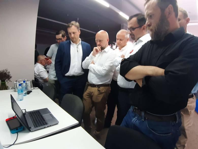 Wieczór wyborczy PiS w gdyńskim biurze poselskim Marcina Horały