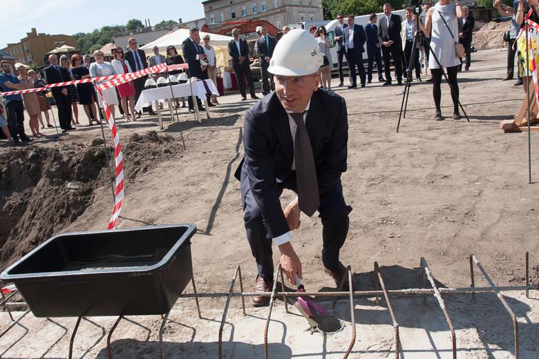 O 10 rano rozpoczęła się uroczystość podpisania aktu erekcyjnego nowego biurowca, który powstanie przy Placu Kościeleckich w Bydgoszczy. Pogoda na dzień