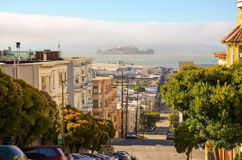 San Francisco – Singapur Odległość: 13 599,67 km Czas lotu: 17 godzin, 20 minut (United), 17 godzin, 35 minut (Singapore Airlines) Linie lotnicze: United