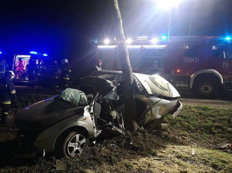 W piątek, 10 kwietnia około godz. 22 na drodze pomiędzy Kruszewem a Sarbią (powiat pilski) samochód osobowy wypadł z drogi i uderzył w drzewo. W wypadku