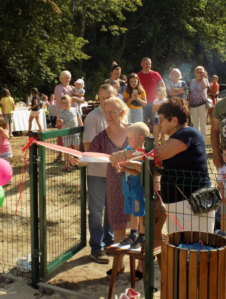W sobotę w Kornacicach w gminie Opatów miało miejsce uroczyste otwarcie placu zabaw. Pieniądze na inwestycje zostały przez lokalną społeczność pozyskane