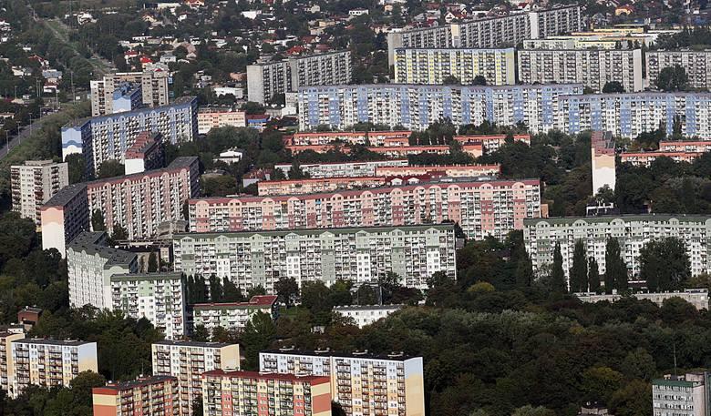 Najmniejsze dwupokojowe mieszkania w Łodzi na sprzedaż. Na kolejnych planszach: najmniejsze mieszkania z dwoma pokojami w Łodzi w kolejności od najdroższego