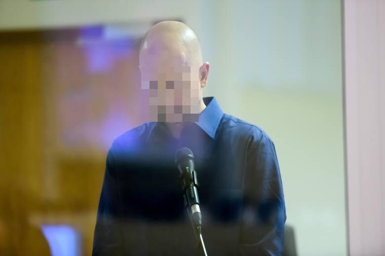 Za wybuch na Dębcu odpowiada Tomasz J. Prokuratura oskarżyła go o zabójstwo pięciu osób i usiłowanie zabójstwa kolejnych 34 osób. W piątek ruszył jego proces.