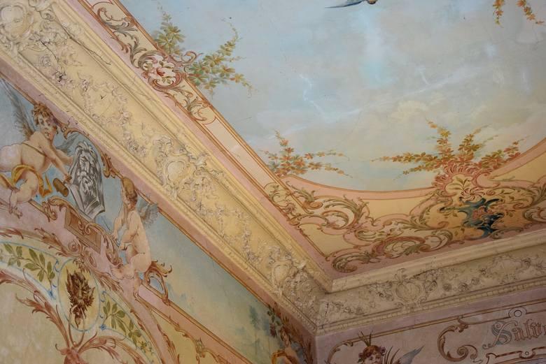 Kamienica przy ul. Chrobrego w Gorzowie może pochwalić się wyjątkową, pięknie zdobioną klatką schodowę. Znajdujące się w niej malowidła spokojnie mogłyby