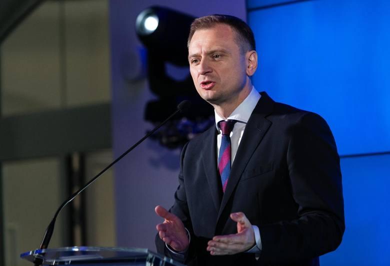 """Poseł PO Sławomir Nitras ocenił, że zachowanie kandydatki KO Klaudii Jachiry pod pomnikiem Armii Krajowej i Państwa Podziemnego było """"nieprzyzwoite i"""