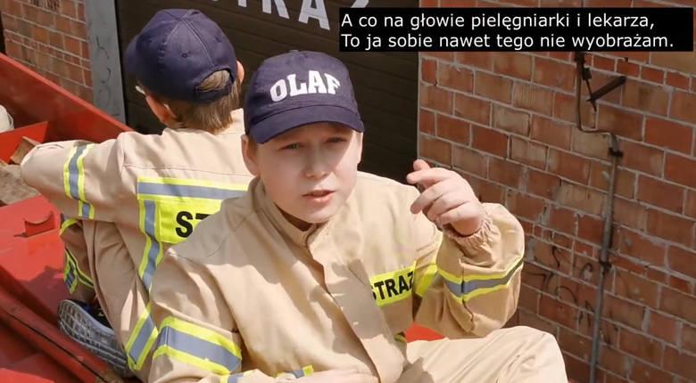 Mali Strażacy ze Stąporkowa w #hot16challenge2 rapowali dla medyków.