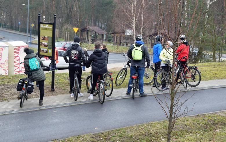W sobotę (2.03.2019) w południe oficjalnie rozpoczęto sezon rowerowy w Zielonej Górze. Niesprzyjająca pogoda nie wystraszyła miłośników dwóch kółek,