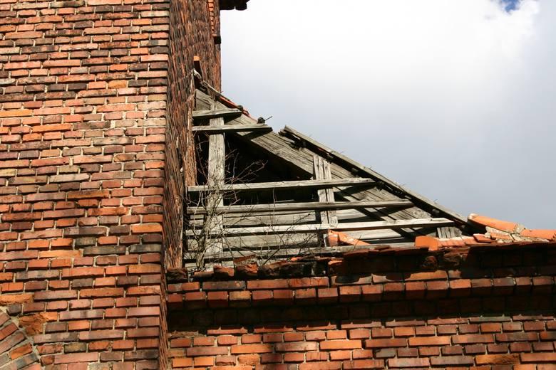 Kościół św. Trójcy na poznańskim Morasku nie spełniał swojej pierwotnej roli. Od lat niszczał, a jego stropy groziły zawaleniem