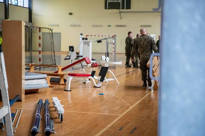 Wojsko opróżnia halę UMB. Do końca listopada powstanie tu szpital tymczasowy dla pacjentów z COVID-19.