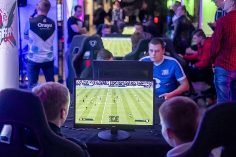 FIFA 20 to najpopularniejsza gra piłkarska, dlatego nie dziwi zainteresowanie PZPN-u wejściem w e-sport.