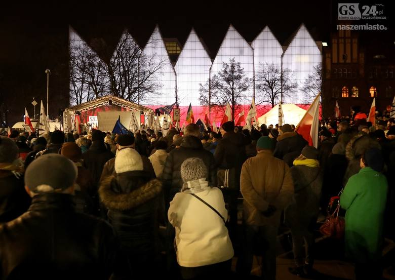 Pierwszy strajk obywateli na placu Solidarności w Szczecinie