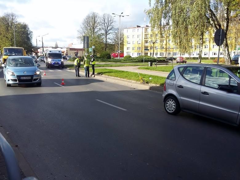 Dzisiaj (31.10) o godz. 12., kierujący samochodem osobowym marki Mercedes A-klasa, zjeżdżając z ronda Stanisława Kądzieli w kierunku ul. Deotymy, potrącił