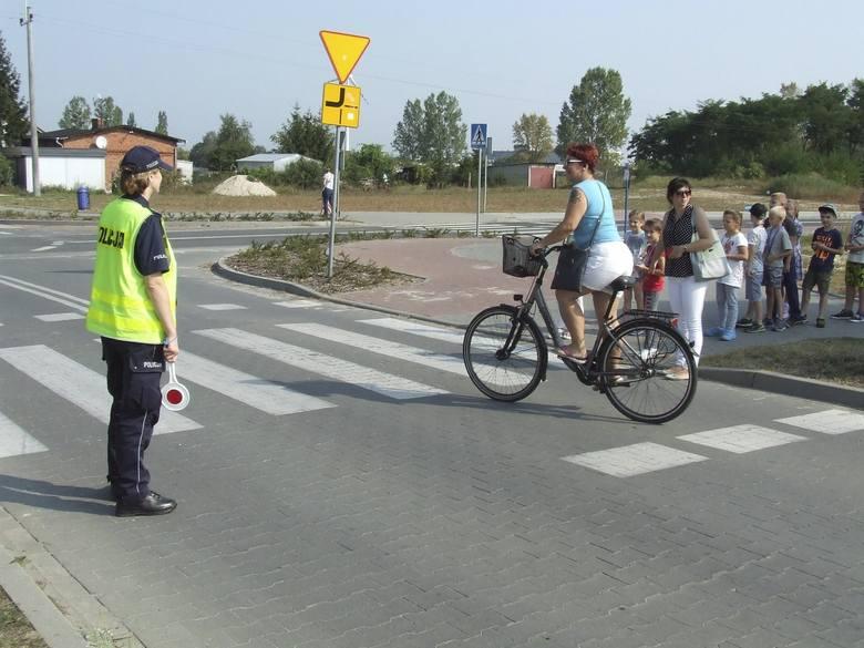 Uczniowie z Solca Kujawskiego uczyli się przechodzenia przez jezdnię