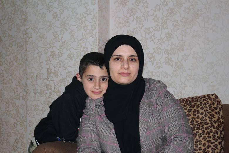 Katarzyna Potoniec (pierwsza z prawej) w otoczeniu syryjskich kobiet