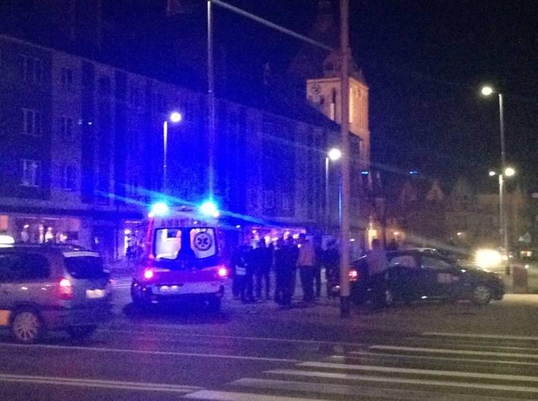 Nocny wypadek w centrum Koszalina. Zderzyły się dwa samochody [zdjęcia]