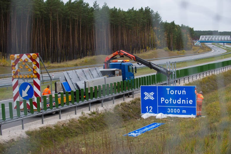 Ministerstwo Infrastruktury uważa, że koszty związane ze zmianą nazw węzłów autostradowych pod Toruniem powinien  ponieść samorząd.Serial z nazwami węzłów
