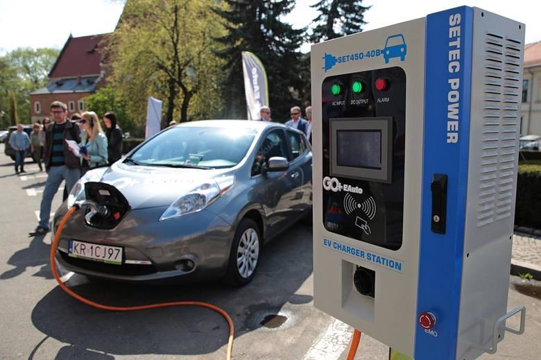 Rewolucja w podatkach od samochodów w firmie. Będą przywileje dla leasingujących auta elektryczne?