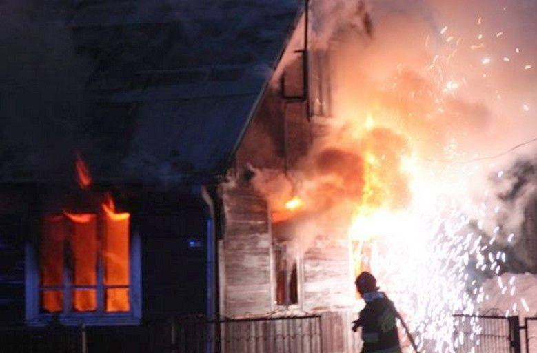 Mońki - pożar domu (zdjęcia)