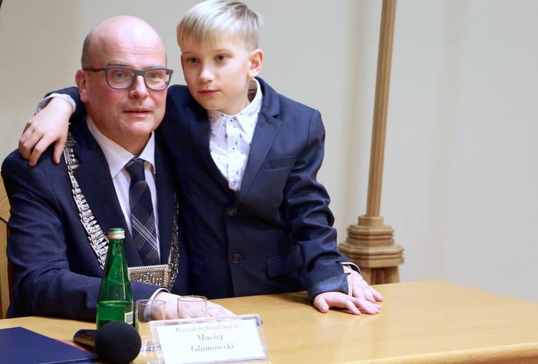 Radni złożyli ślubowanie, następnie uczynił to prezydent elekt Maciej Glamowski. Łańcuch prezydencki, jako symbol władzy wykonawczej Robert Malinowski
