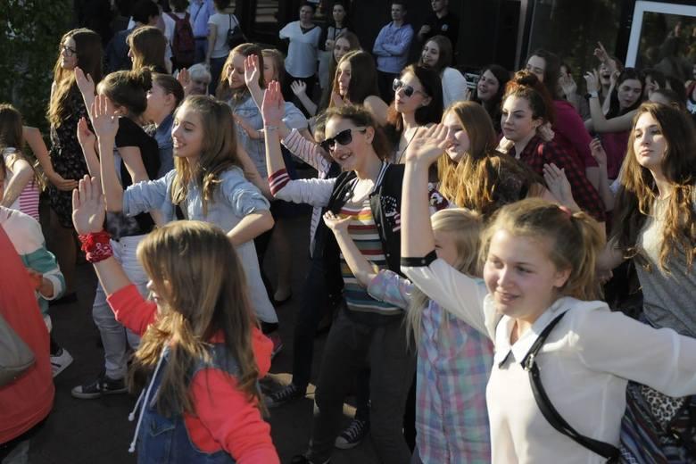 W Bydgoszczy świętowali dzień tańca tanecznym krokiem [wideo]