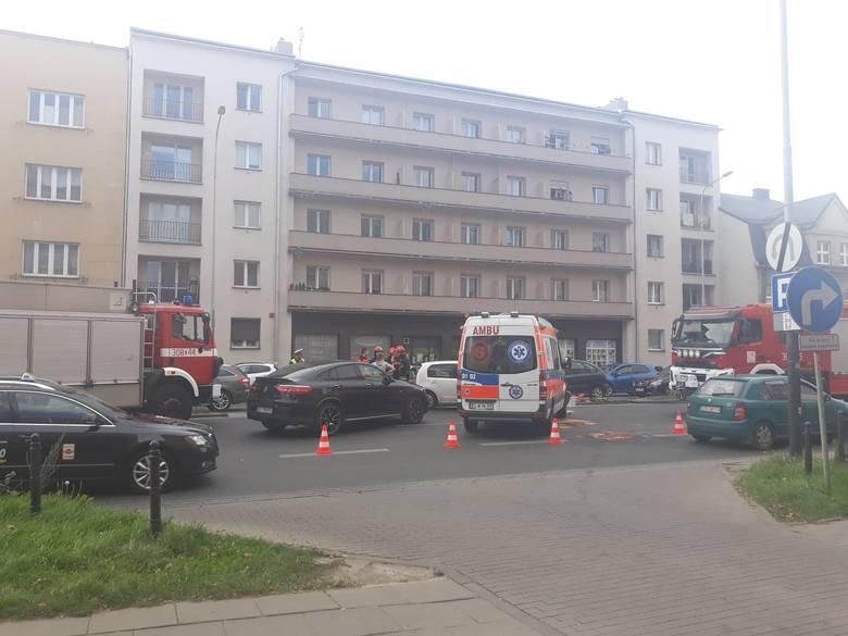 Kilka minut po godz. 14 na ul. Kopcińskiego zderzyła się karetka z volkswagenem.WIĘCEJ ZDJĘĆ I INFORMACJI - KLIKNIJ DALEJ