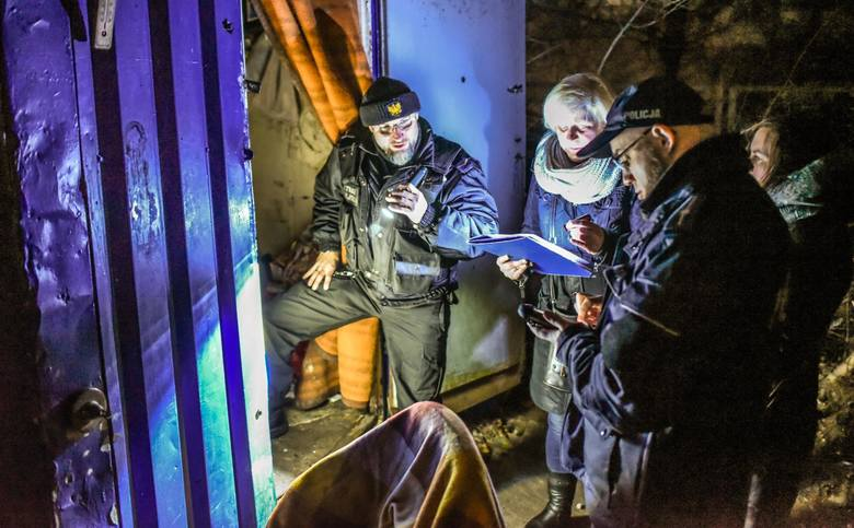 Pracownicy pomocy społecznej, strażnicy miejscy i policjanci odwiedzili miejsca, w który koczują bezdomni. Akcje przeprowadza się co dwa lata.Więcej