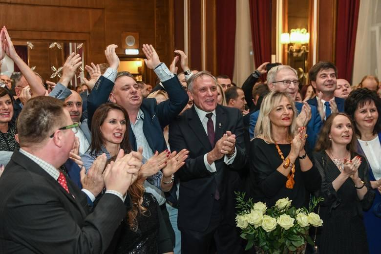 Zapraszamy do obejrzenia zdjęć ze sztabu wyborczego Prawa i Sprawiedliwości w Bydgoszczy po ogłoszeniu wstępnych wyników wyborów parlamentarnych 2019.