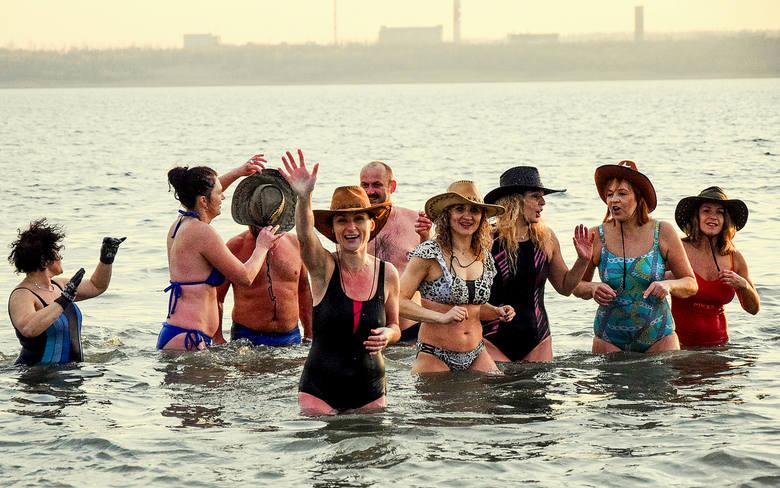 Zimna woda zdrowia doda! Otwarcie sezonu kąpieli przez tarnobrzeski klub BodyMors było gorące, nie tylko ze względu na atmosferę spotkania. W sobotę