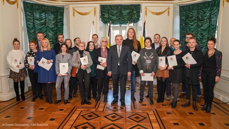 Białostoccy twórcy otrzymali dziś (18 stycznia) stypendia artystyczne Prezydenta Miasta Białegostoku. Wśród nich jest dziesięciu młodych twórców i piętnastu