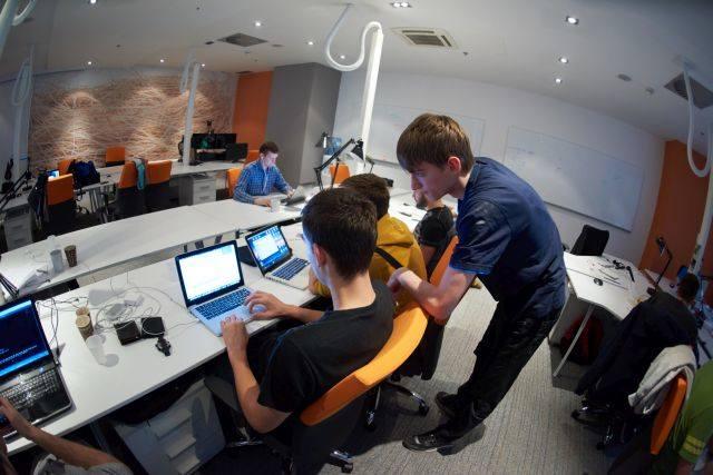 Coraz trudniej o pracę w IT. Oczekiwania wobec młodszych programistów rosną