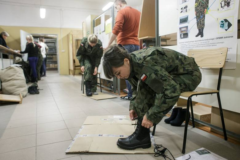 Żołnierzom zostaną wydane przedmioty umundurowania i wyposażenia. Zostaną również przeszkoleni z zakresu znajomości broni i wyposażeni w karabinki MSBS