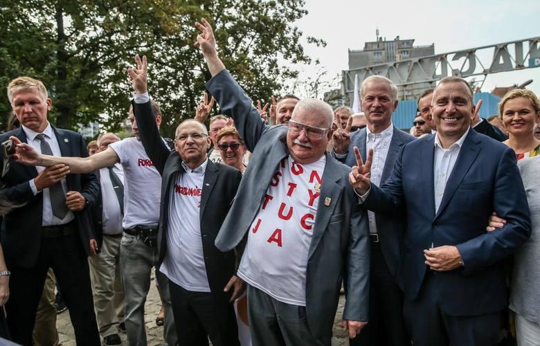 """Lech Wałęsa ma problemy finansowe? """"Nie będę prosił, nie będę żebrał""""U Wojewódzkiego Lech Wałęsa ubolewał nad swoją sytuacją materialną."""