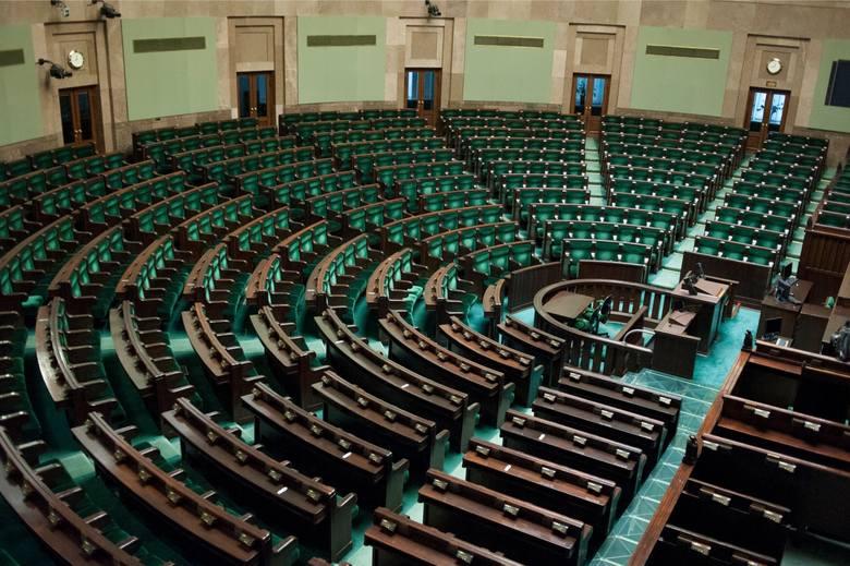 Koronawirus w Polsce. Sejm: Transmisja na żywo. Głosowanie tylko w sprawie zmian w regulaminie