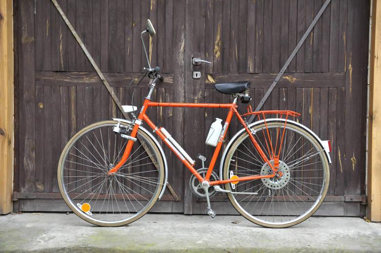 - Najbardziej interesują mnie rowery z lat 70. i 80. Szukam ich na aukcjach internetowych i przez kolegów kolekcjonerów. Ceny są różne, zależą od stanu,