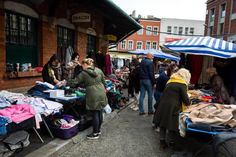 Niedziela 15 listopada objęta zakazem handlu - duże sklepy nie czekają dziś otwarte na klientów, co nie znaczy że zakupów zrobić nie można w ogóle.