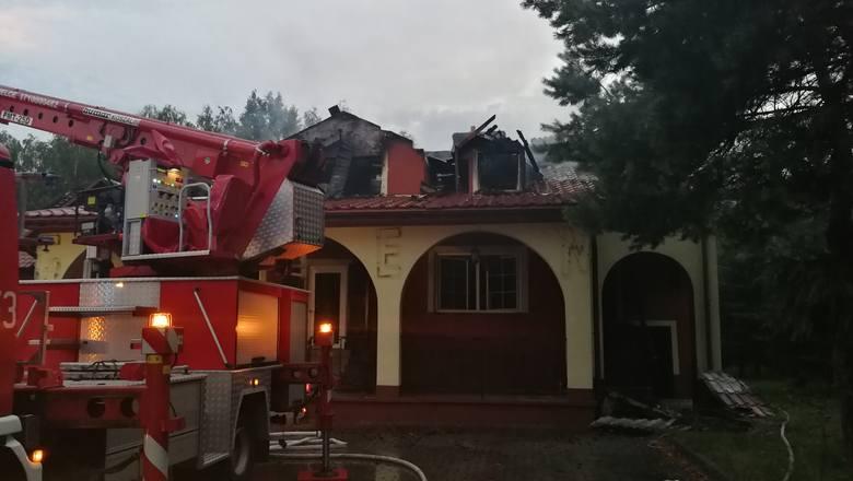 [b]O tym, że płonie się zajazd w Szczeglinie strażacy poinformowani zostali we wtorek po godzinie 21. SZCZEGÓŁY AKCJI I ZDJĘCIA NA KOLEJNYCH SLAJDACH[/b][B]POLECAMY