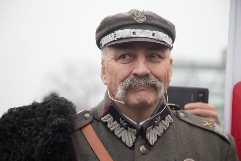 Józef Piłsudski przyjechał do Warszawy [ZDJĘCIA] Rekonstrukcja wydarzeń sprzed 100 lat na Dworcu Gdańskim i placu Zamkowym