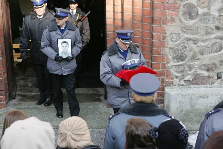 Tak żegnano policjanta, który zginął na służbie (zdjęcia)