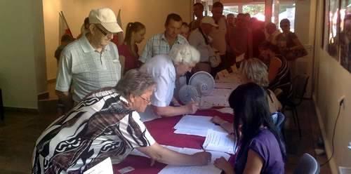 Lokal wyborczy w Ustroniu Morskim przeżywa oblężenie wyborców.